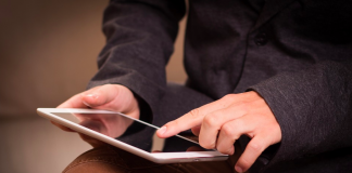 tablet ipad read screen swipe